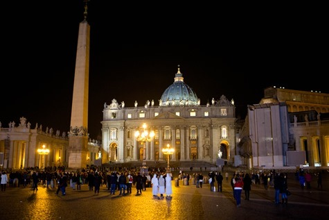 People gather in St. Peter's Square at 8 PM Feb. 28, the time when the period of Sede Vacante began.  Pilot photo/Gregory L.  Tracy